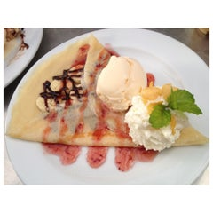 Photo taken at One Tea Coffee by i_gufgif💋Anongnad P. on 6/15/2013
