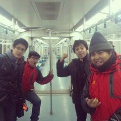 Photo taken at 地铁海淀黄庄站 Subway Haidian Huangzhuang by Iván R. on 12/28/2012
