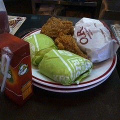 Photo taken at KFC by fianesia a. on 9/22/2013