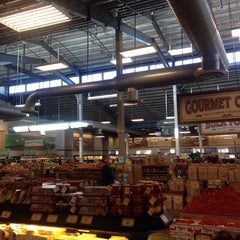 Photo taken at Sprouts Farmers Market by Ashley E on 12/29/2013