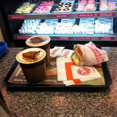 Photo taken at Dunkin' Donuts by Claudio M. on 5/3/2012