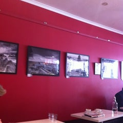 Photo taken at Ruby's Cafe by Lee H. on 8/6/2012