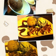 Photo taken at Udders by baebb on 8/18/2012