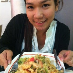 Photo taken at Magic Food Point (ศูนย์อาหารเมจิกฟู้ดพอยท์) by Jeanie P. on 7/4/2011