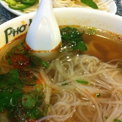 Photo taken at Pho Hoa by Puay P. on 2/19/2011