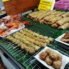 Photo taken at ตลาด อ.ต.ก. (Or Tor Kor Market) by Yoko N. on 4/5/2012