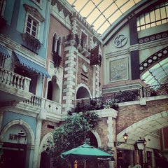 Photo taken at Mercato Mall مركز ميركاتو by Clint W. on 7/18/2012