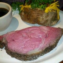 Photo taken at Houston's by Sheryl H. on 4/11/2012