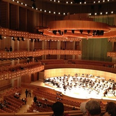 Photo taken at Adrienne Arsht Center for the Performing Arts by Victoria H. on 10/29/2011