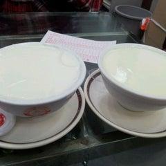 Photo taken at Yee Shun Dairy Company 港澳義順牛奶公司 by Vincy L. on 3/24/2012