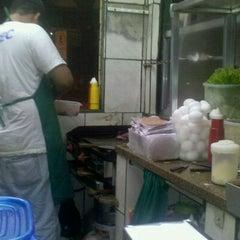 Photo taken at Quiosque do Josias by Juliana d. on 9/9/2011