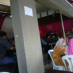 Photo taken at Restoran Nasi Ayam Gemas Mustafah by Shaiful Izam S. on 1/25/2012