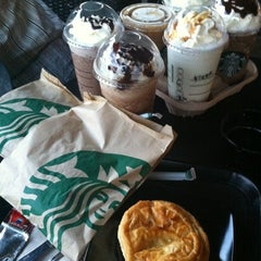 Photo taken at Starbucks by i.shahrir on 8/8/2012