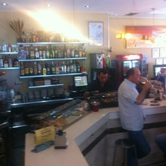 Photo taken at Cafeteria Yeres by Vision19 on 6/1/2012