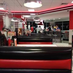 Photo taken at Steak 'n Shake by Kevin  I. on 7/4/2012