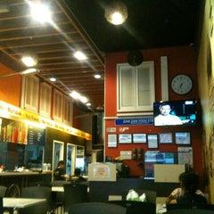 Photo taken at Zam Zam Restaurant by Uja R. on 5/31/2012
