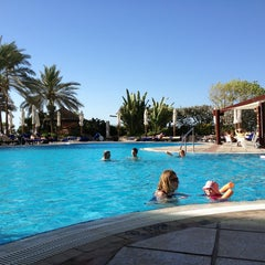 Photo taken at Hilton Dubai Jumeirah Resort by Minochehr V. on 9/2/2013