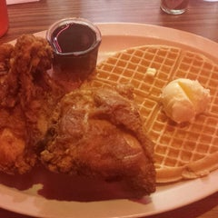 Photo taken at Roscoe's House of Chicken and Waffles by Chi G. on 10/29/2013