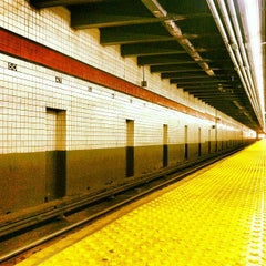 Photo taken at MTA Subway - 47th-50th St/Rockefeller Center (B/D/F/M) by Timothy C. on 2/19/2013