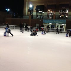 Photo taken at Silver Spring Ice Rink at Veterans Plaza by Rifa C. on 12/24/2012