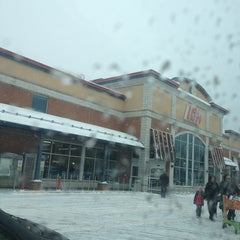 Photo taken at IGA Louise Ménard (Sir-Wilfrid-Laurier) by Scott W. on 1/19/2013