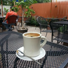 Photo taken at Beanwood Cafe by Josh D. on 8/18/2013