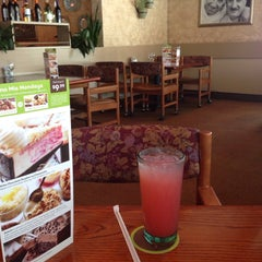 Photo taken at Olive Garden by Marie R. on 5/30/2015