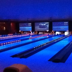 Photo taken at Lucky Strike Miami by Xtine D. on 11/17/2012