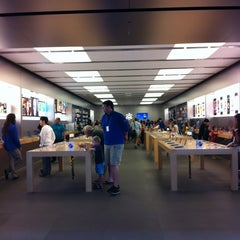 Photo taken at Apple Store, Brandon by Lady Lochi Mochi on 7/18/2013