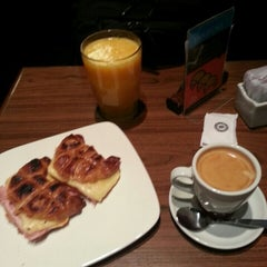 Photo taken at Establecimiento General de Café by Fede C. on 11/28/2013