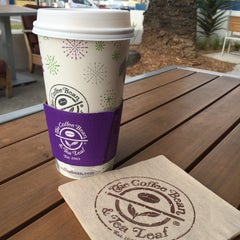 Photo taken at The Coffee Bean & Tea Leaf® by R C. on 1/16/2016