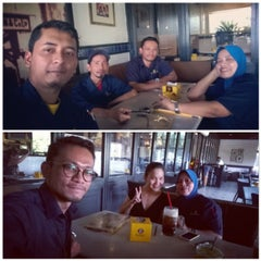 Photo taken at OldTown White Coffee by Faizul I. on 4/6/2015