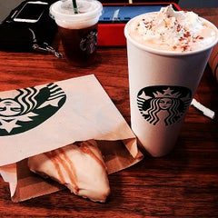 Photo taken at Starbucks by Äshley W. on 9/14/2014