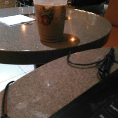 Photo taken at Dunkin' Donuts by Lutfia S. on 11/9/2015