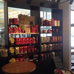 Photo taken at Starbucks Coffee 霞ダイニング店 by Sonia M. on 11/6/2014