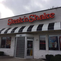 Photo taken at Steak 'n Shake by Ben B. on 12/30/2013