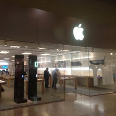 Photo taken at Apple Store, SouthPark by Ivan M. on 11/14/2012