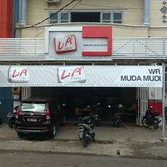 Photo taken at Café Muda-Mudi by Darwis R. on 5/10/2013