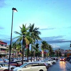 Photo taken at Tops Market (ท็อปส์ มาร์เก็ต) by Jiraz P. on 4/17/2013