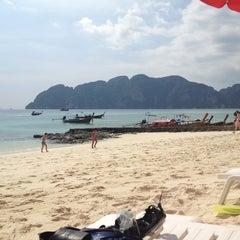 Photo taken at Phi Phi The Beach Resort (พีพีอันดามันบีชรีสอร์ท) by Ilya L. on 12/13/2012