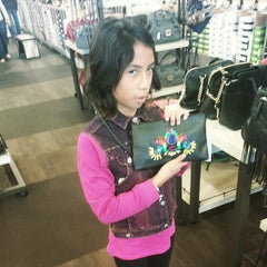 Photo taken at DSW Designer Shoe Warehouse by Alon B. on 12/27/2014