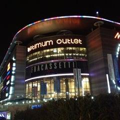 Photo taken at Optimum Outlet by Ünal Demirel on 10/26/2012