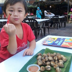 Photo taken at Raizann seafood putra perdana by Mizz Irma on 10/8/2012