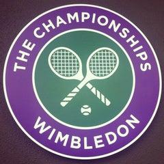 Das Foto wurde bei The All England Lawn Tennis Club von Desigan C. am 6/28/2013 aufgenommen