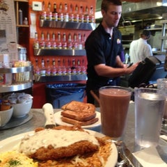 Photo taken at Goldy's Breakfast Bistro by Lacey P. on 11/10/2012