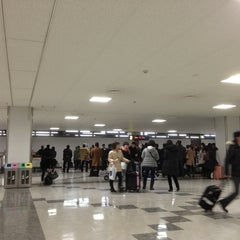 Photo taken at 福岡空港 手荷物受取台 by chama on 2/8/2013