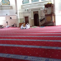Photo taken at Masjid Saidina Umar Al-Khattab by Ridzuan A. on 8/16/2013