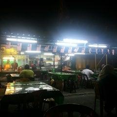 Photo taken at Kedai Jalal by Ridzuan A. on 9/29/2012