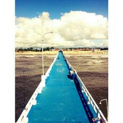 Photo taken at Plataforma Marítima de Atlântida by Marcelo Almeida on 2/16/2013