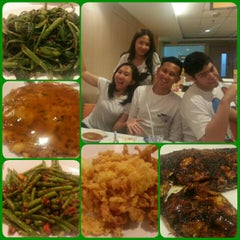 Photo taken at D'Cost Seafood by denny m. on 3/31/2015